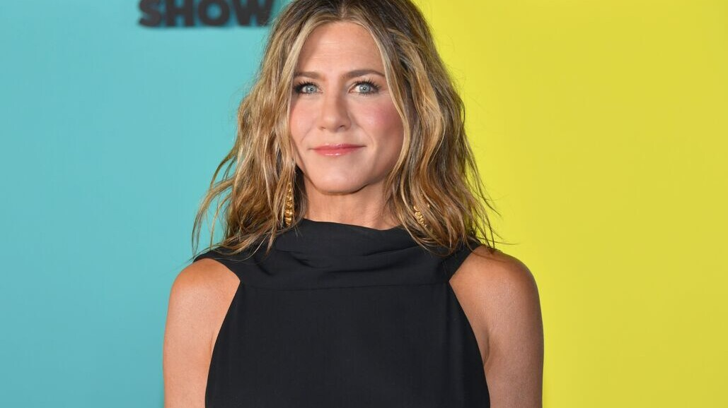 Jennifer Aniston S Natural Waves Are Styled With A Dyson Hair Dryer Ghd Curling Iron And More Shape