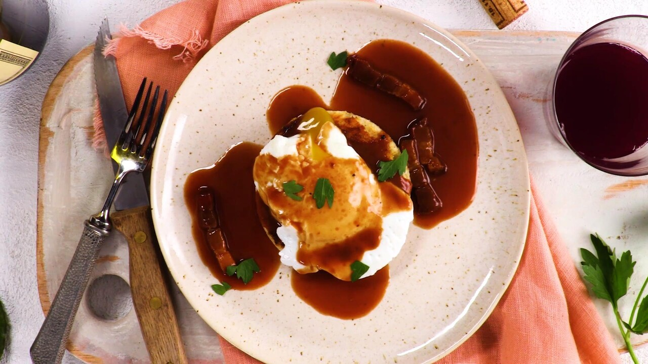 Poached Eggs With Red Wine Sauce Recipe Anne Willan Food Wine