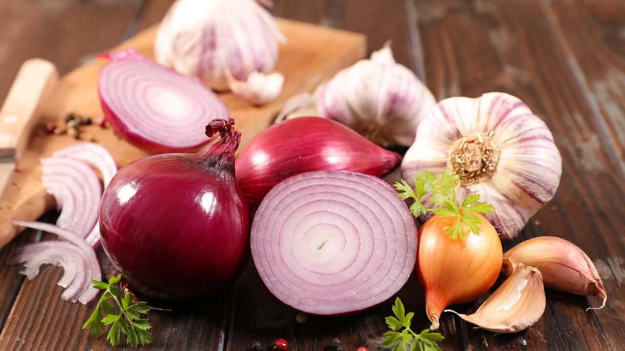 Eating Garlic And Onions May Help Prevent Colorectal Cancer But There S A Catch Cooking Light