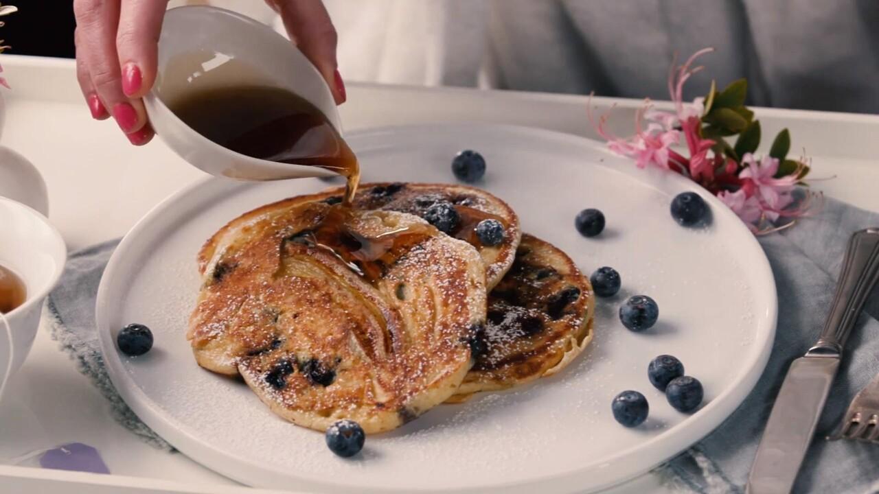 Tyler Florance 2020 Christmas Bacon Maple Syrup Blueberry Banana Pancakes Recipe   Tyler Florence | Food & Wine