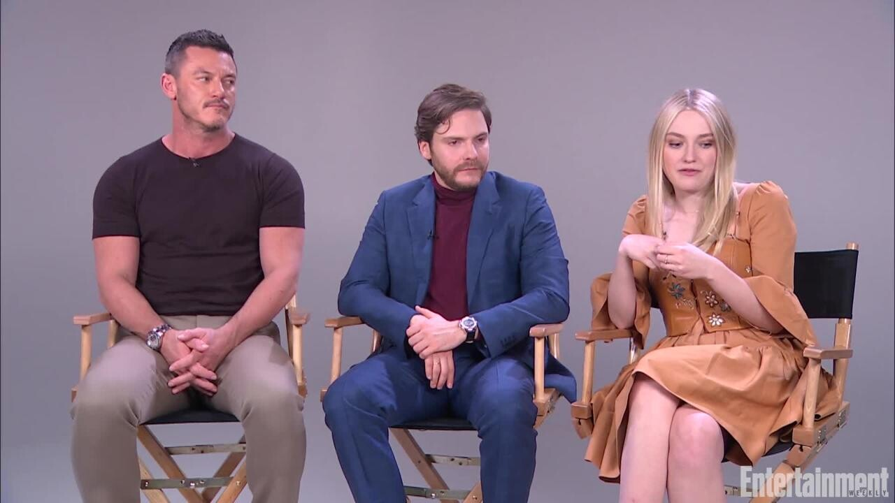 The Alienist Cast On The Show S Themes Of Discrimination Ew Com