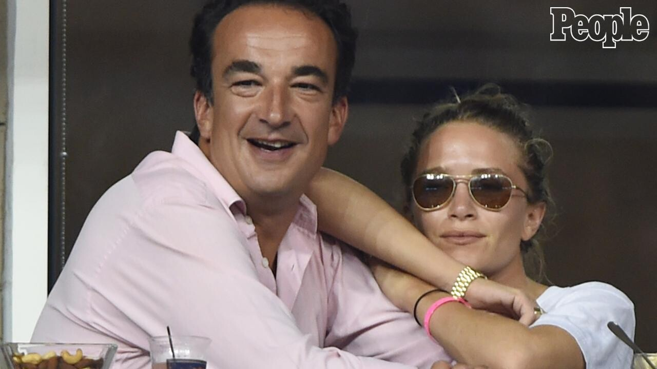 Carla Bruni Didn T Go To Mary Kate Olsen S Wedding But Thinks Her Brother And Sister In Law Look Very Happy People Com