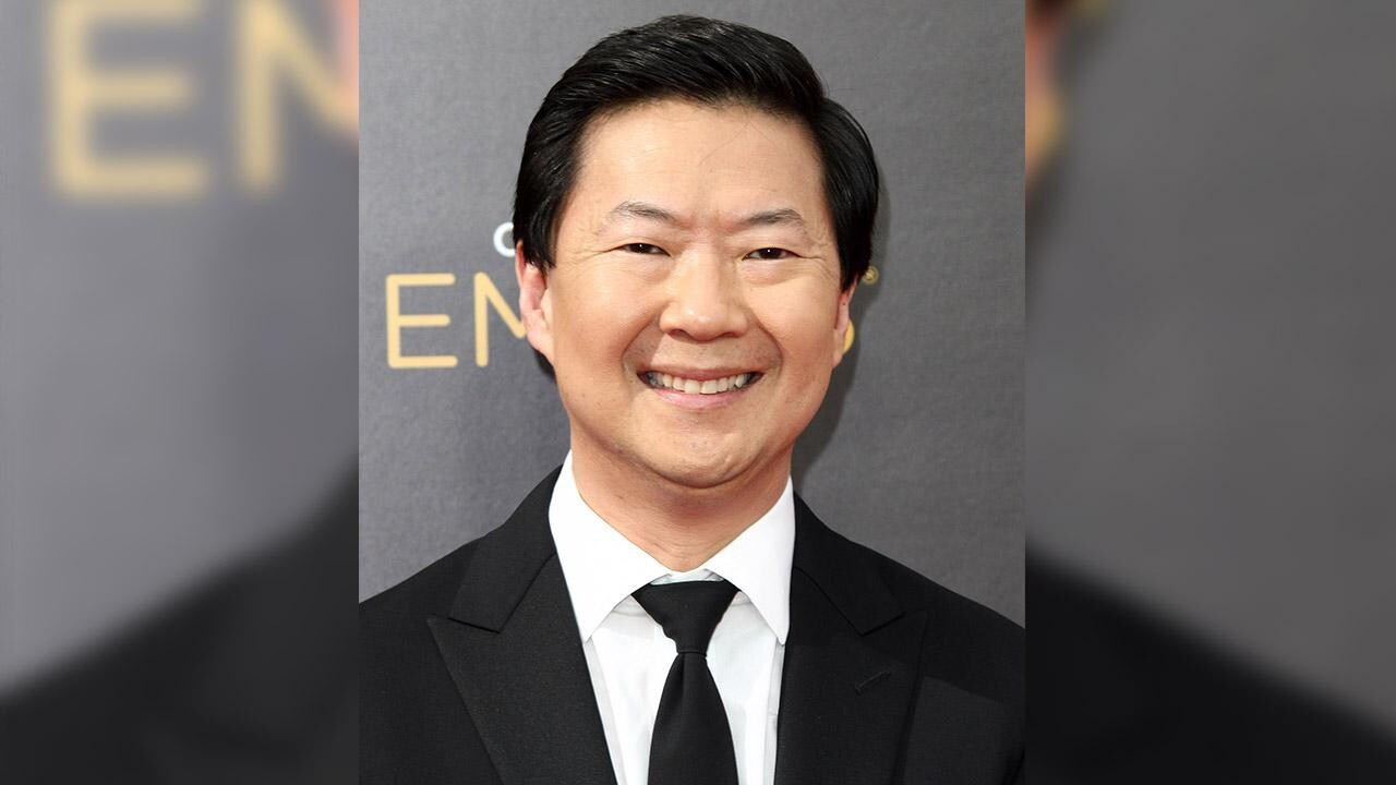 Ken Jeong Aids Woman Suffering Seizure During Stand Up Show People Com