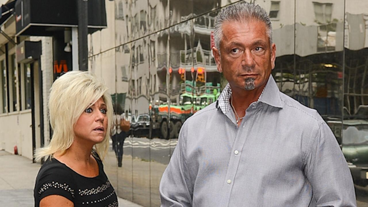 Theresa Caputo Files for Divorce from Husband Larry After 10 Years of  Marriage