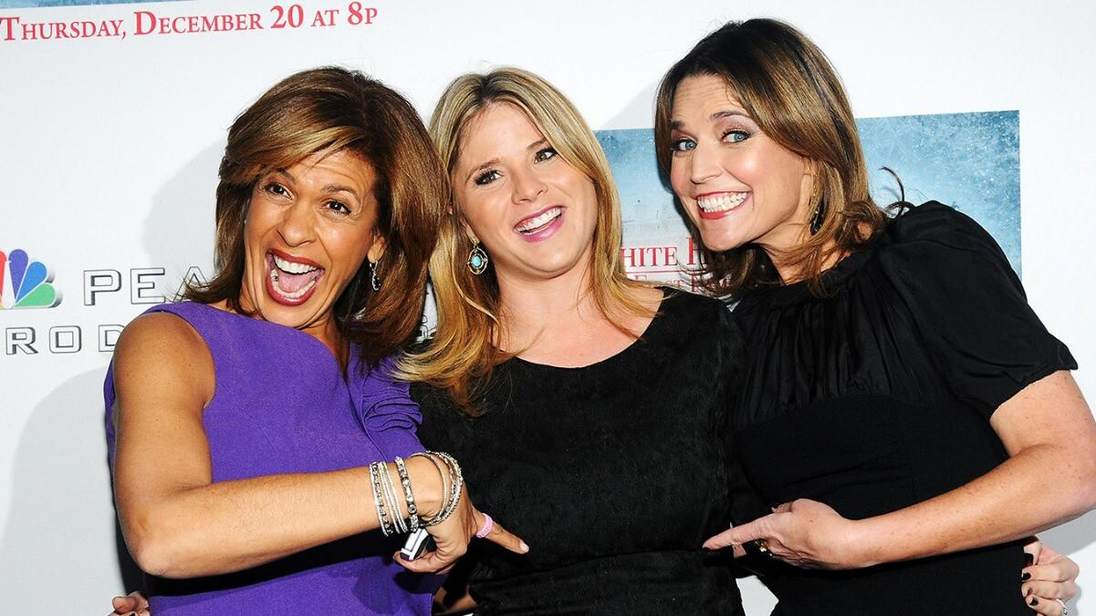Savannah Guthrie Jenna Bush Hager Is One Of My Closest Friends People Com