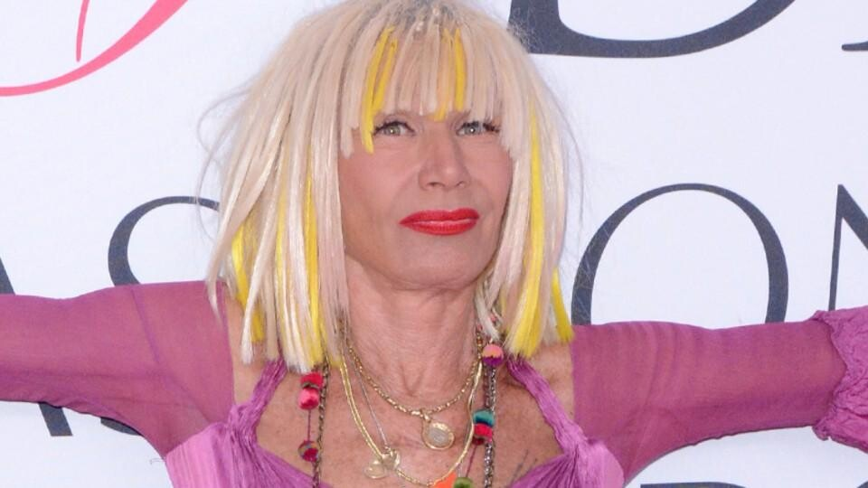 You Can Now Live Like Betsey Johnson Because Her Colorful Vacation Home Is On Airbnb Hellogiggles