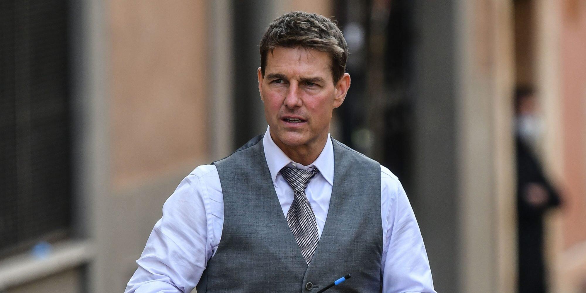 Tom Cruise luce irreconocible y se desatan los rumores de que se operó