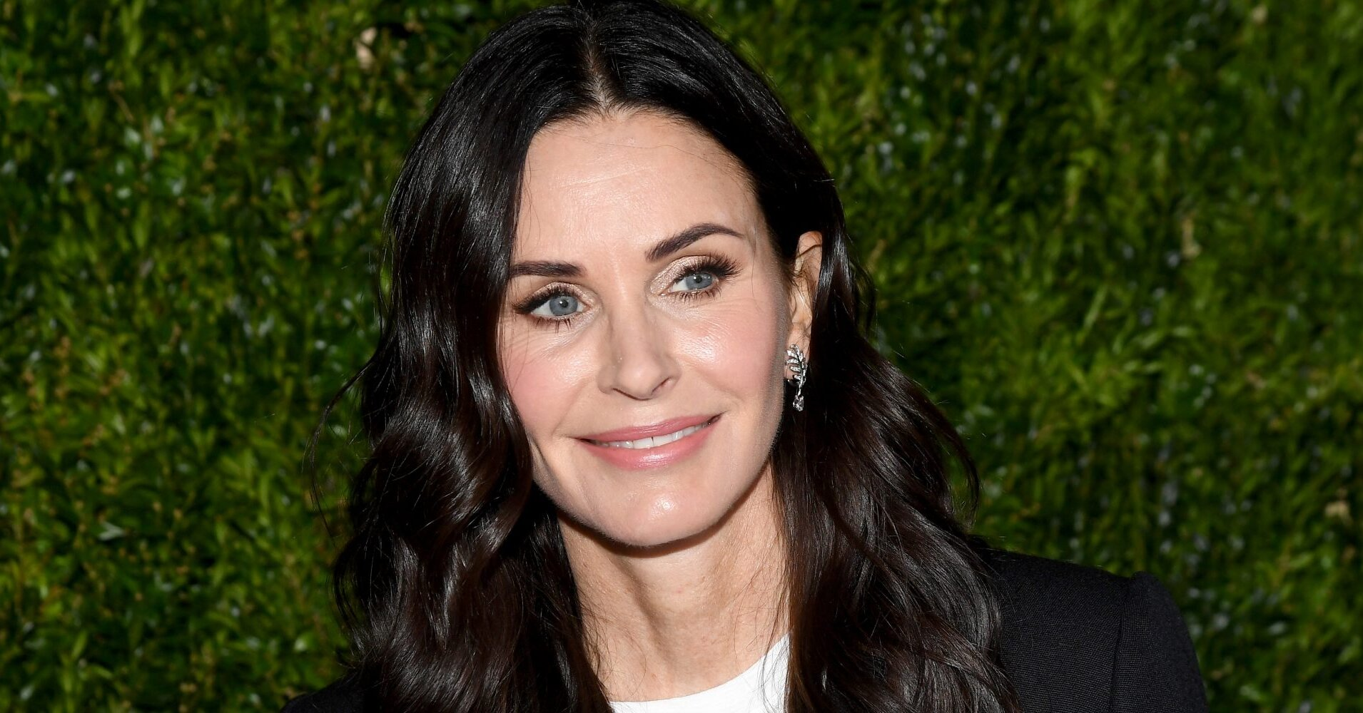 "Courteney Cox's ""Microbladed"" Eyebrows Got the Best Reactions From Lily Collins and Kate Hudson"