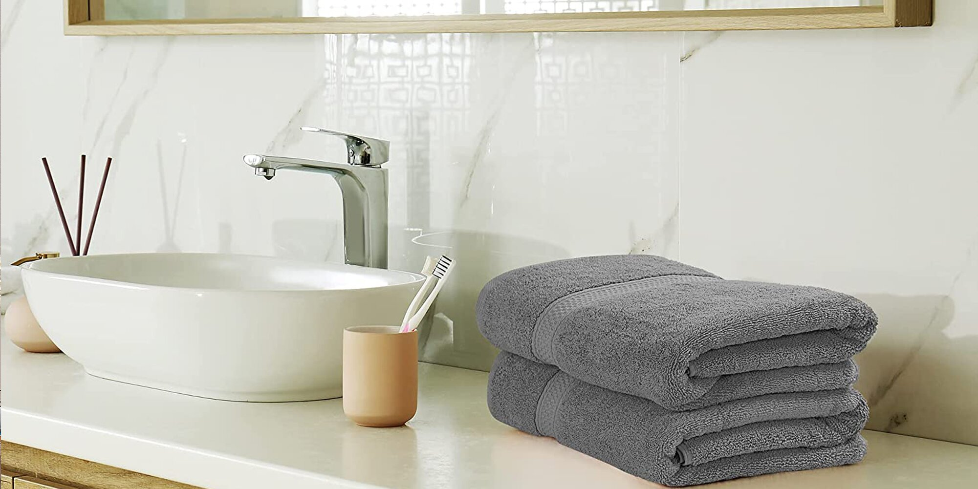 This 8-Piece Towel Set Has 33,000+ Ratings, and It's $25 on Amazon