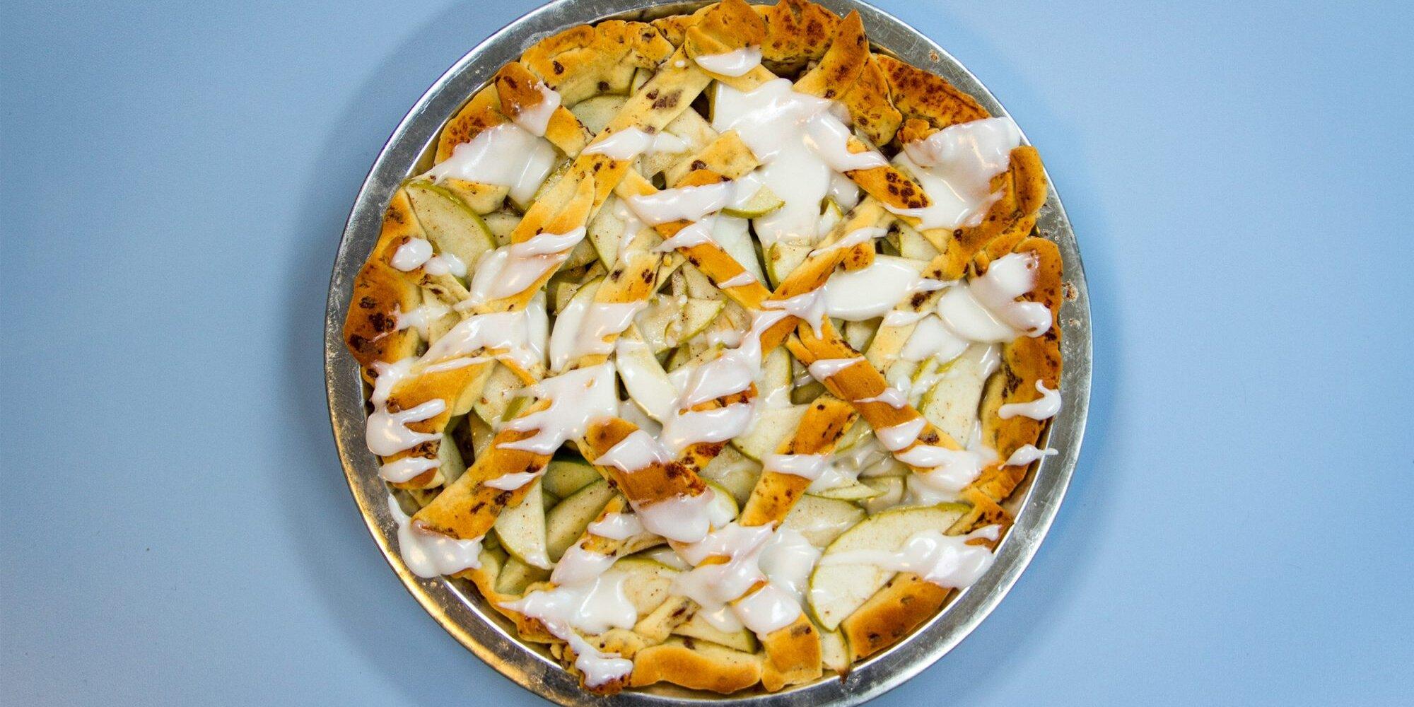 Cinnamon Roll Apple Pie Recipe | Extra Crispy