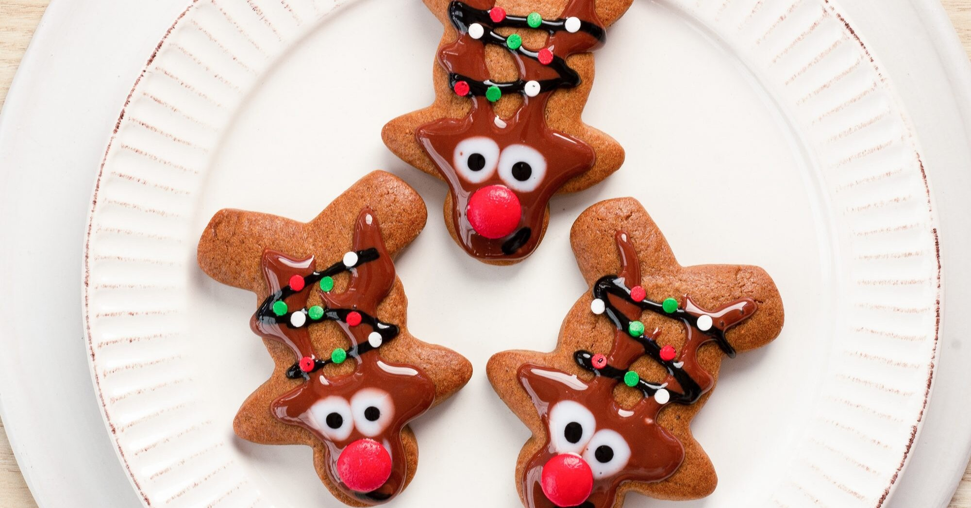 Turn Gingerbread Men Into Reindeer With This Clever Decorating Trick