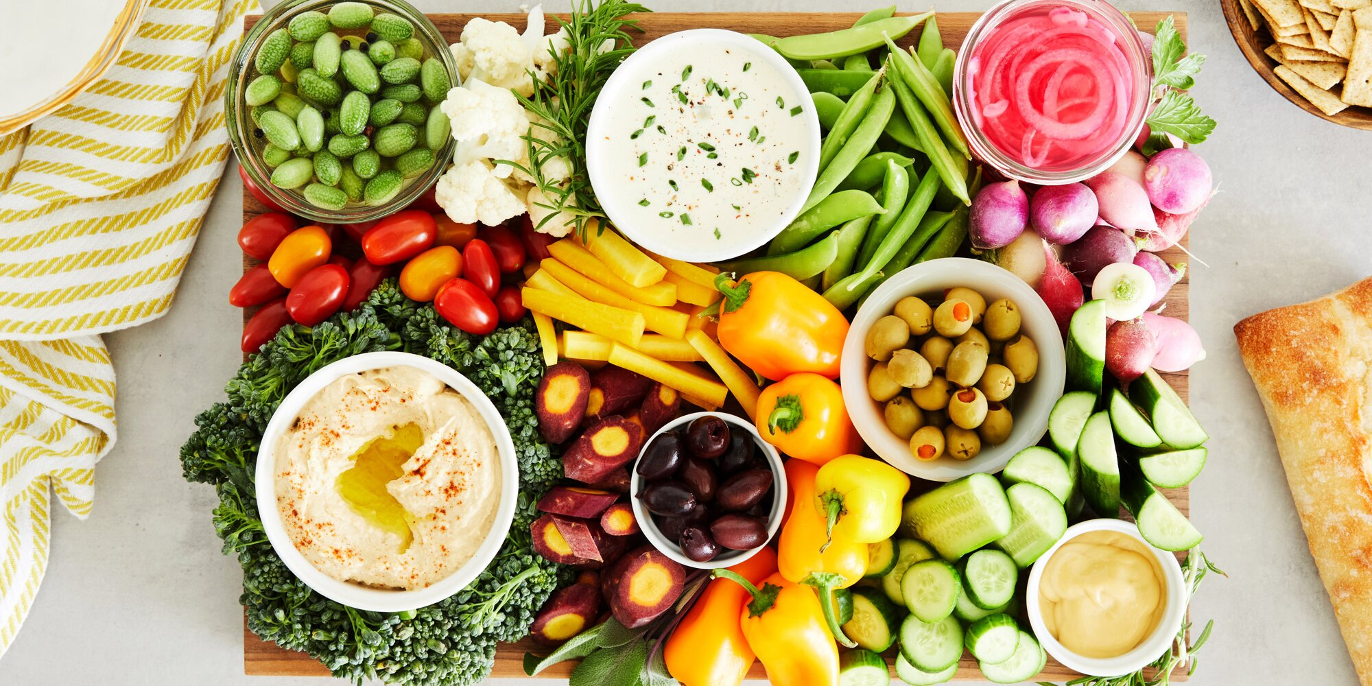 This Epic Crudités and Dips Platter Is the Ultimate Healthy, Delicious Way to Start the Thanksgiving Feast