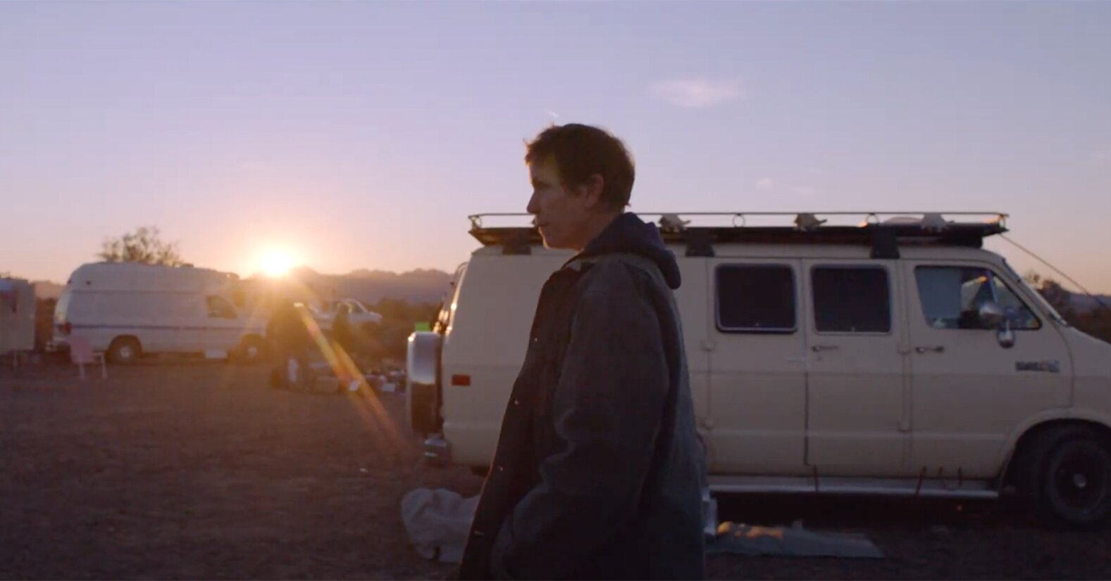 Nomadland Trailer Frances Mcdormand Walks It Out In Chloe Zhao S New Film Ew Com