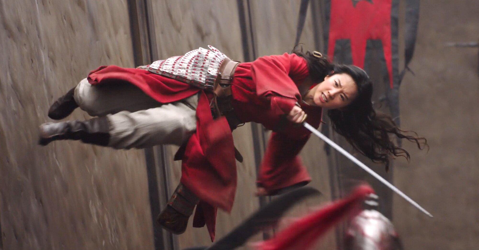 Best of 2020 (Behind the Scenes): How filmmakers made 'Mulan' defy gravity in that wall-run scene