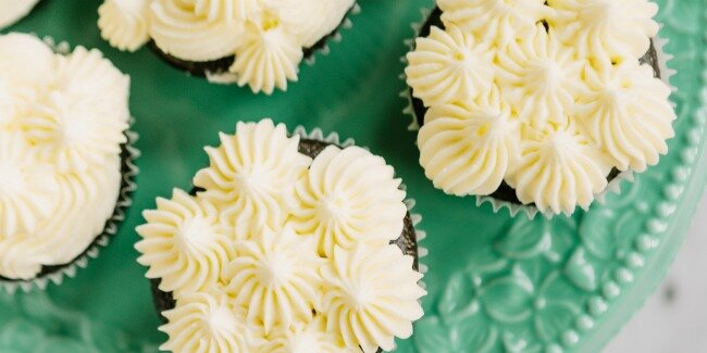 3 easy ways to frost cupcakes
