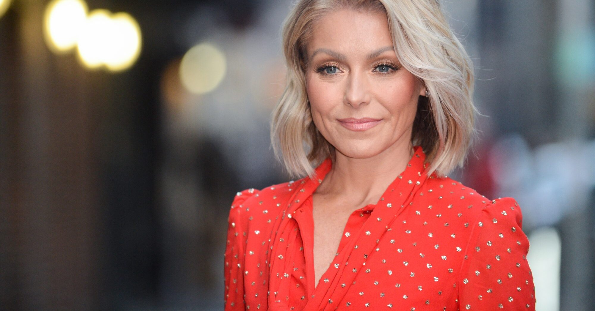 """A Viewer Called Out Kelly Ripa for Her """"Lack of Personal Grooming"""""""