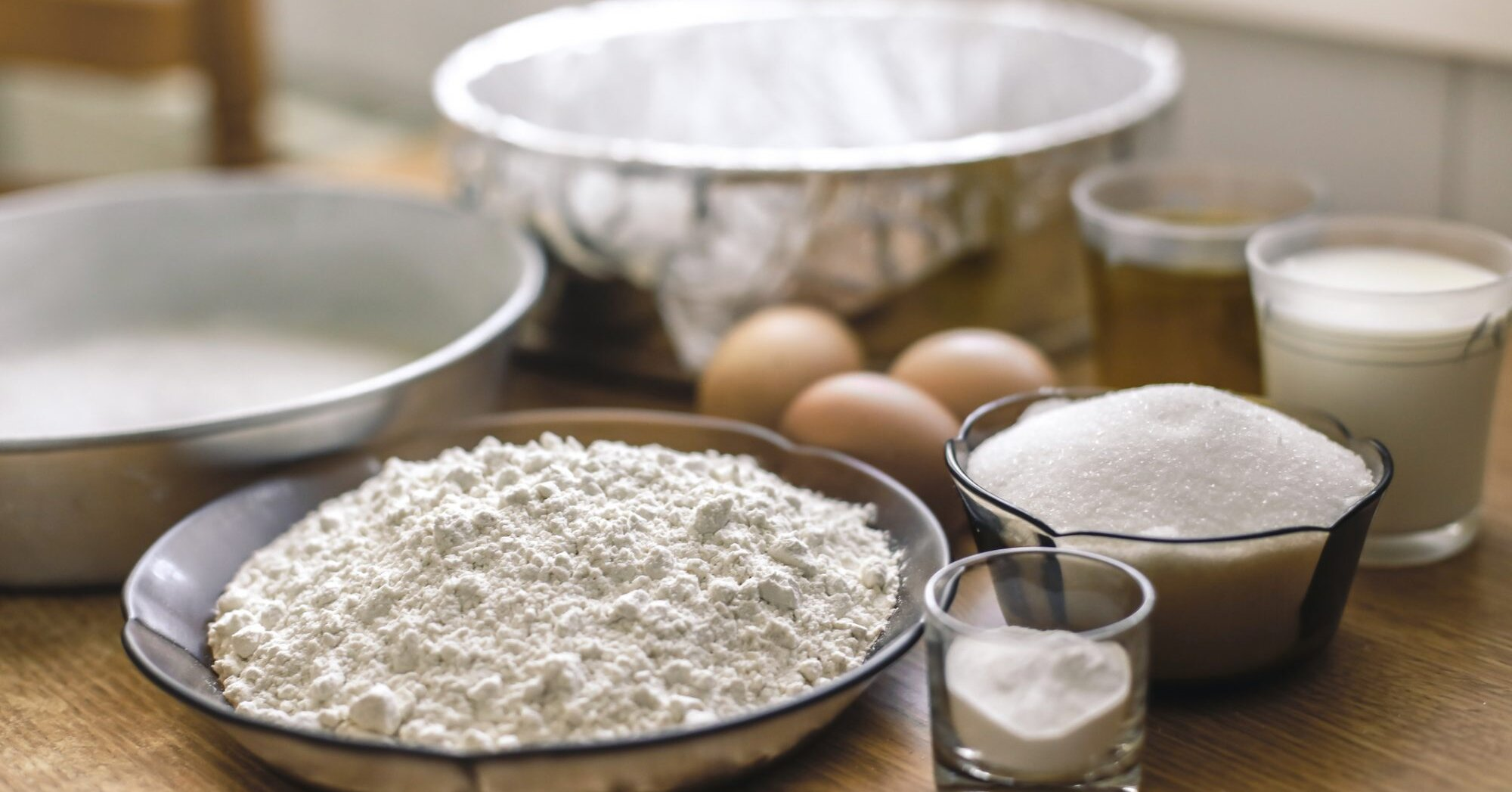 The Right Way to Grease and Flour Cake Pans