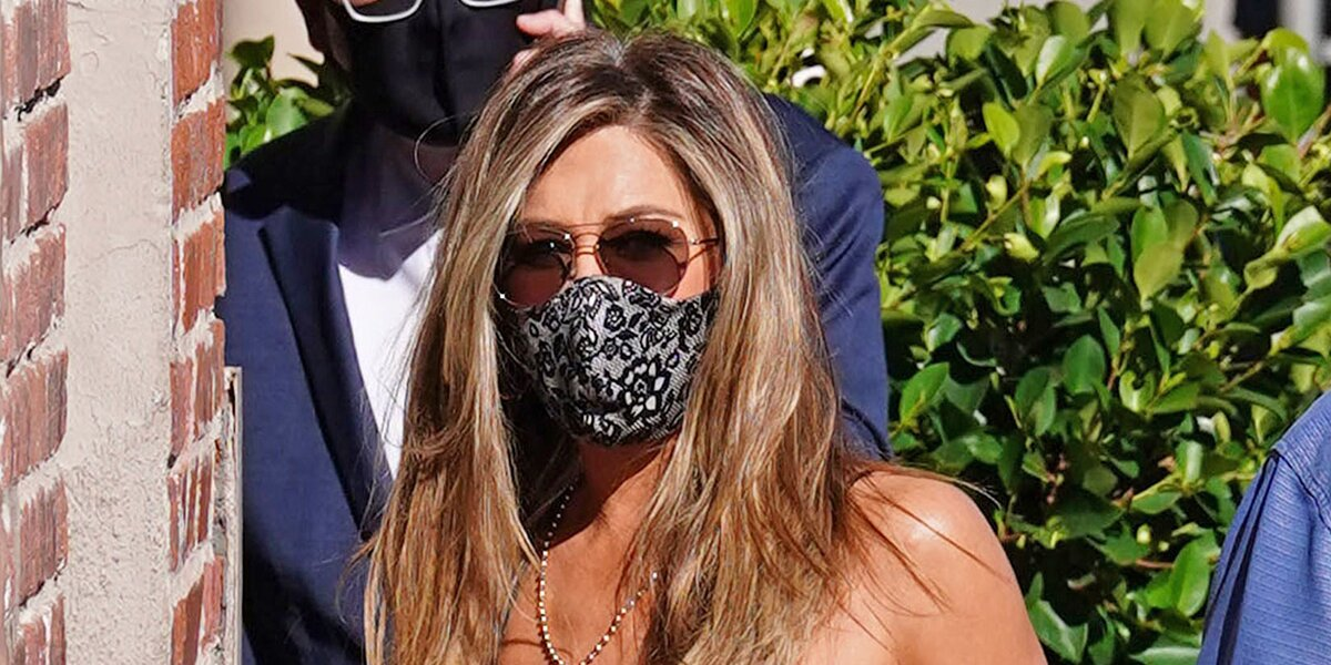 Even a Professional Esthetician Says This Jennifer Aniston-Approved Silk Face Mask Is the Best for Your Skin.jpg