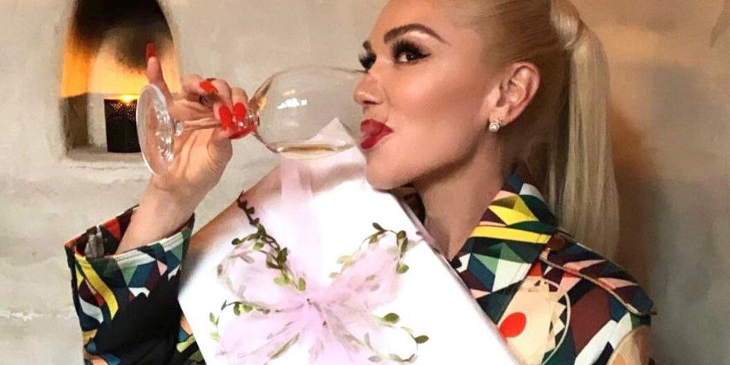 Gwen Stefani Is 'Feeling Loved' as She Celebrates Bridal Shower with Family: 'I'm Getting Married!'.jpg