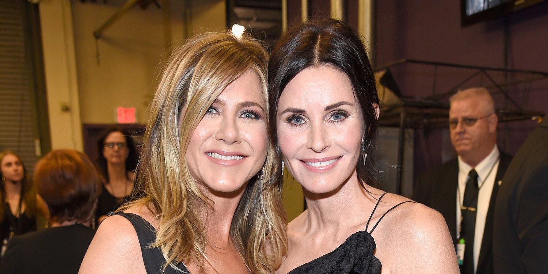 Jennifer Aniston and Courteney Cox share 'Friends' flashbacks to celebrate the reunion