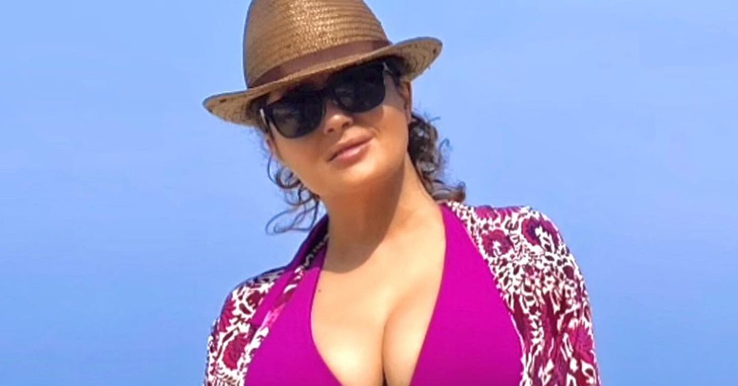 Image Salma Hayek Shares Beachside Bikini Pics as She Spends Last Days of 2020 Feeling 8216 Grateful 8217 8211 PEOPLE