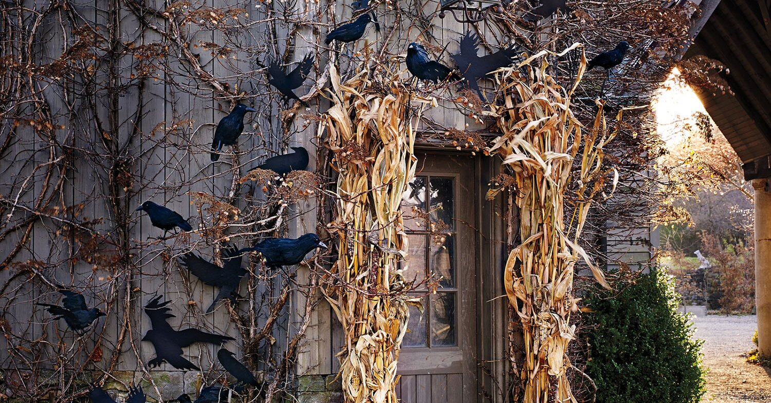 23 of Our Best Outdoor Halloween Decorations