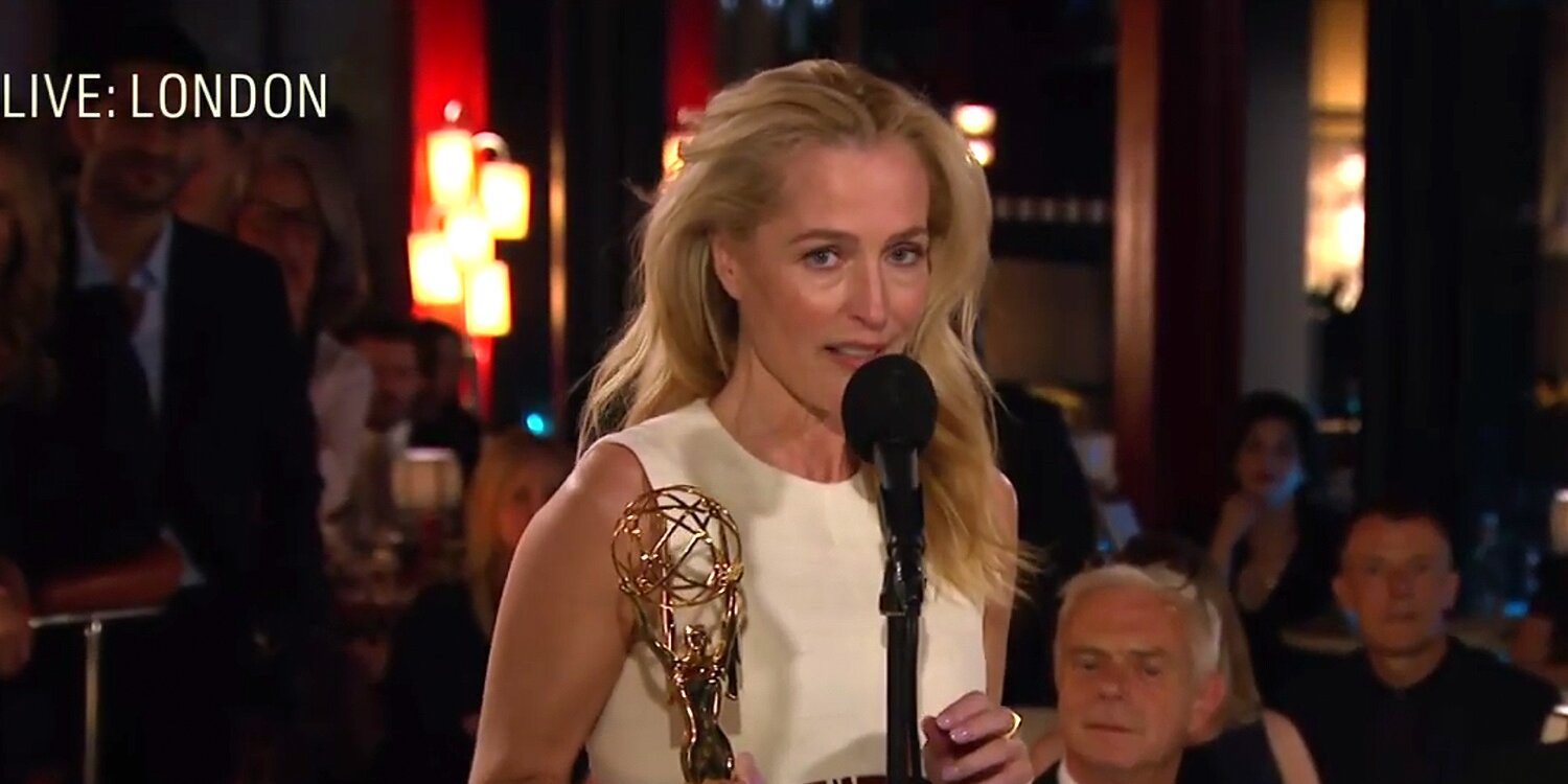 Gillian Anderson Dedicates Her Emmy for The Crown to Her BFF: 'Connie, I Love You!'.jpg