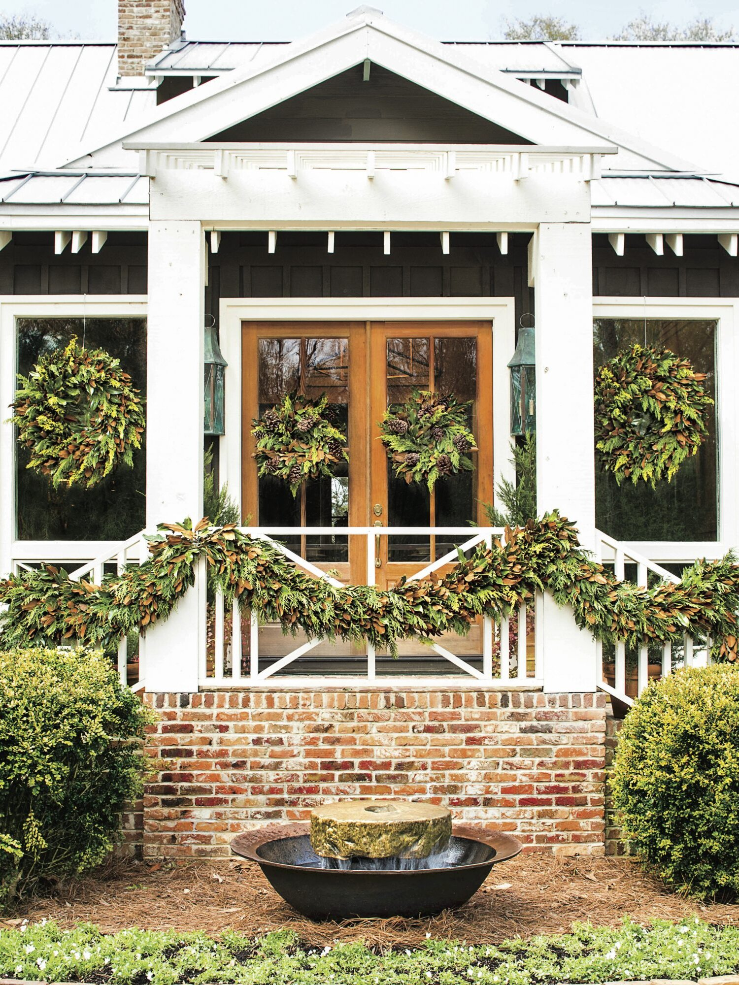 The Best Outdoor Christmas Decorations And Yard Decor Southern Living