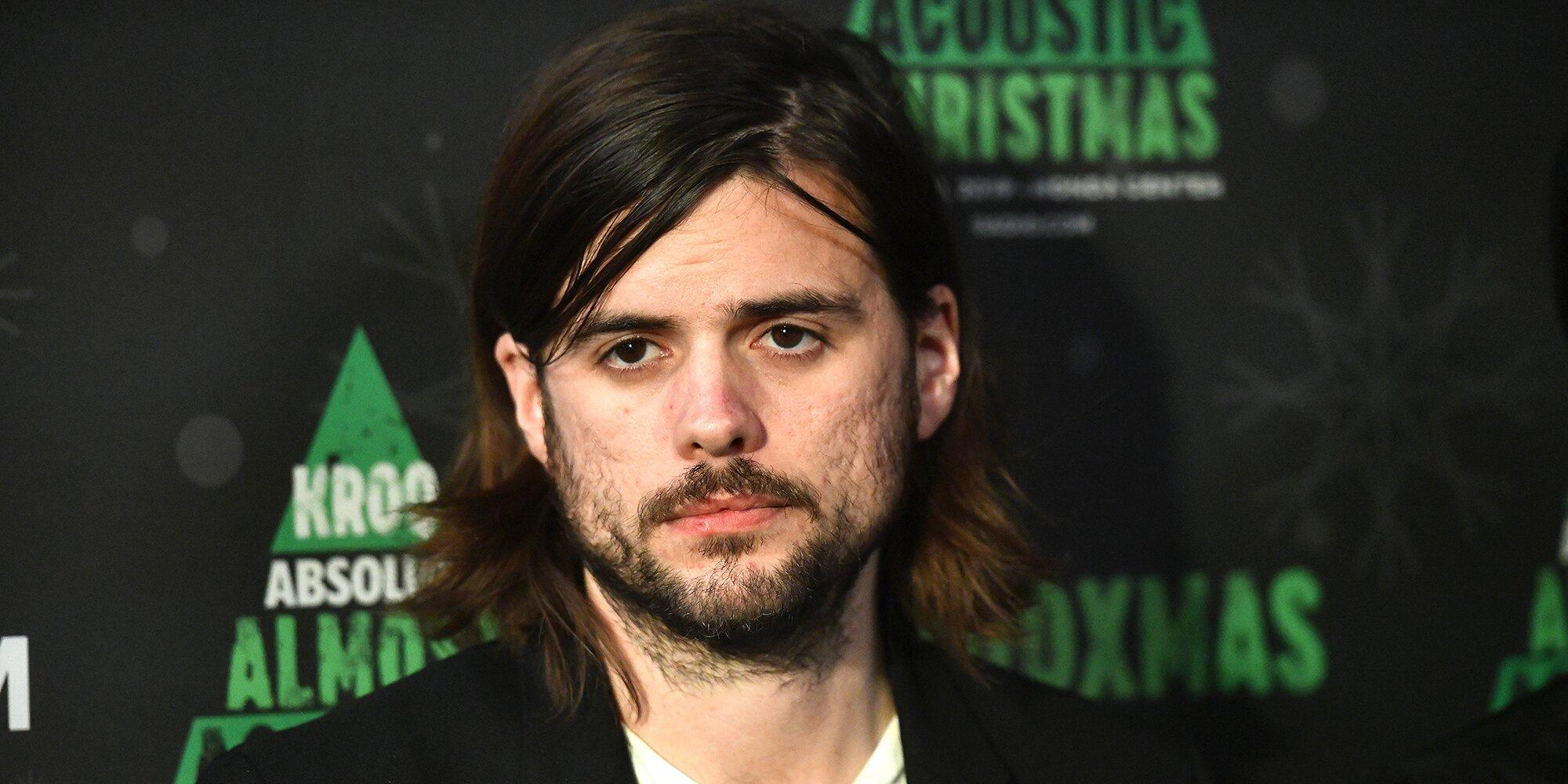 Mumford & Sons member Winston Marshall under fire for praising far-right pundit – Entertainment Weekly