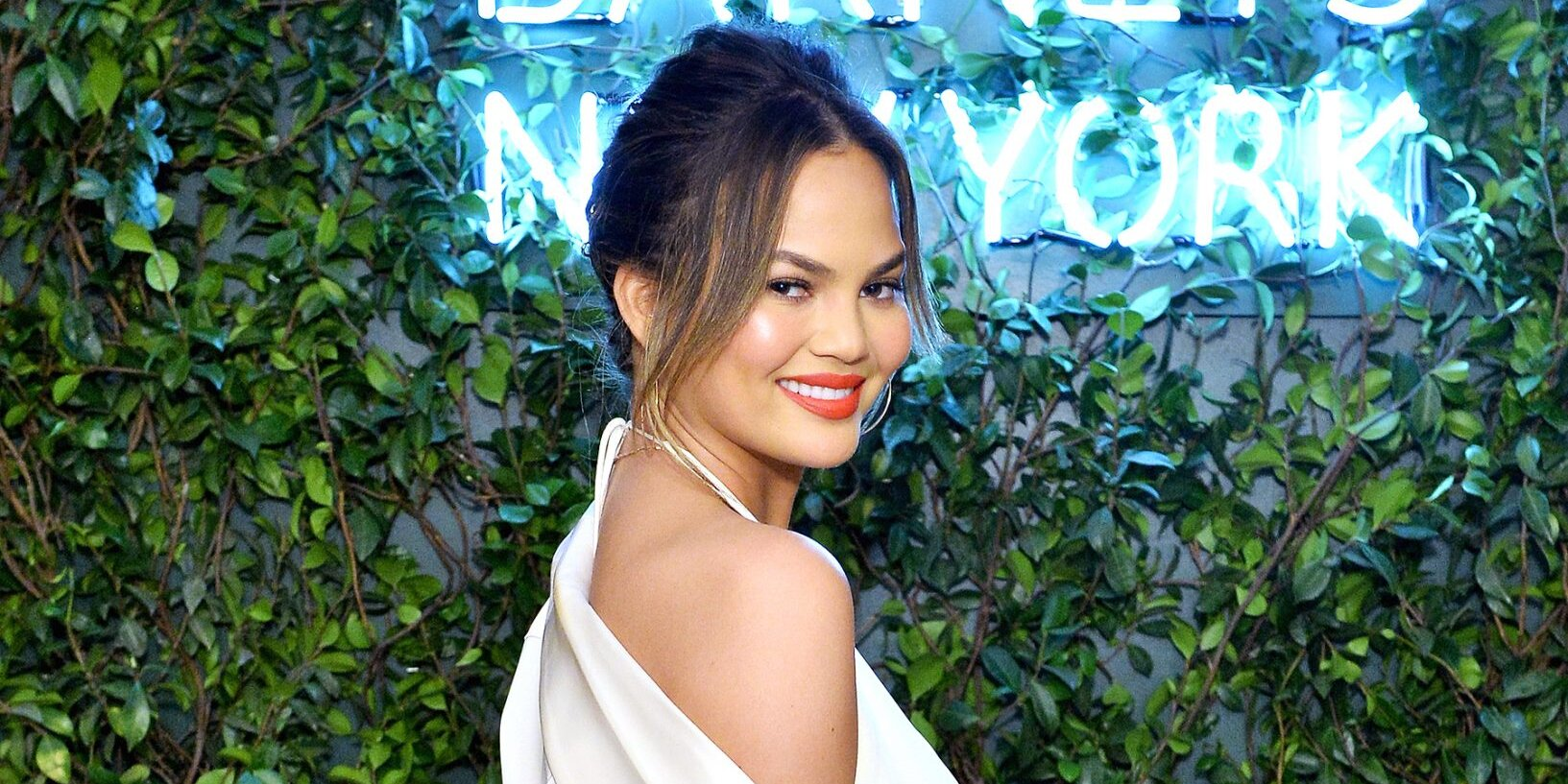 Chrissy Teigen Wore the Pretty KN95 Face Mask That s Taking Over Hollywood