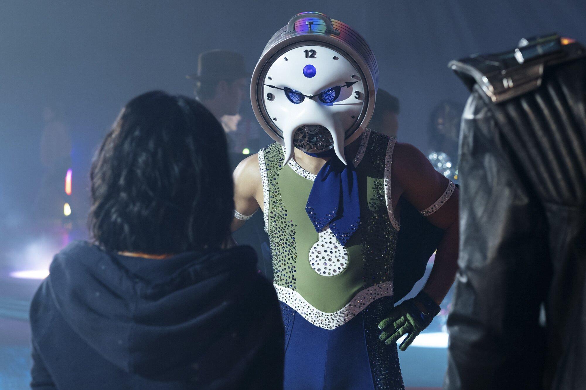Doom Patrol Showrunner Says Season 2 Explores Generational Family Trauma Ew Com