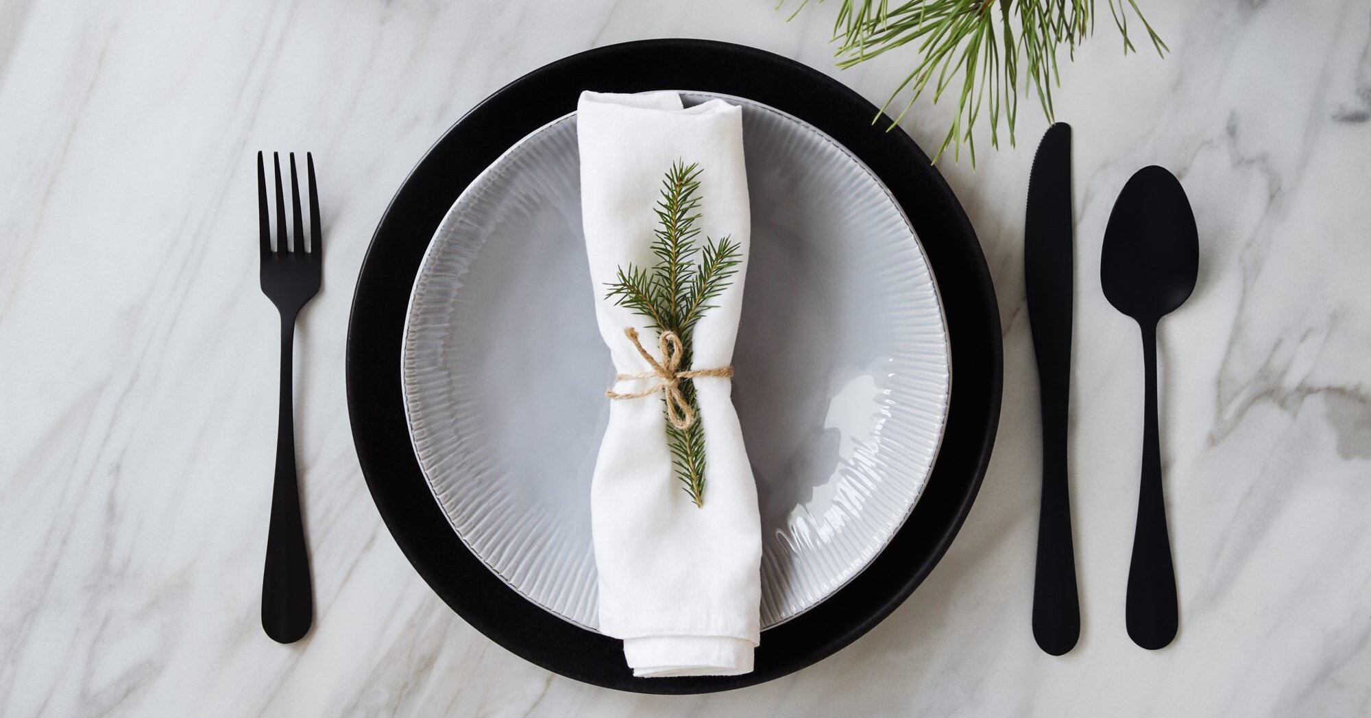 Your Guide to Setting a Festive Holiday Tablescape That Doesn't Feel Overtly Seasonal
