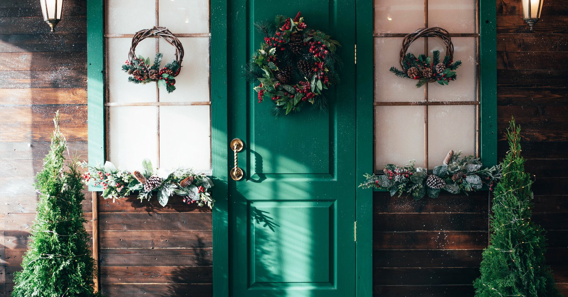 Festive Front Door Decorations for the Holiday Season