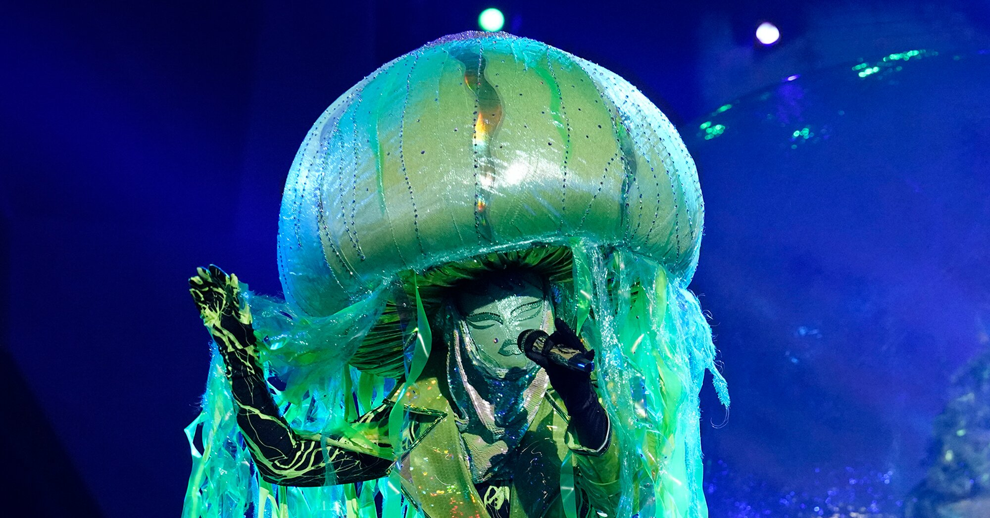 Who is Jellyfish on 'The Masked Singer'? Clues point to this top athlete – Entertainment Weekly