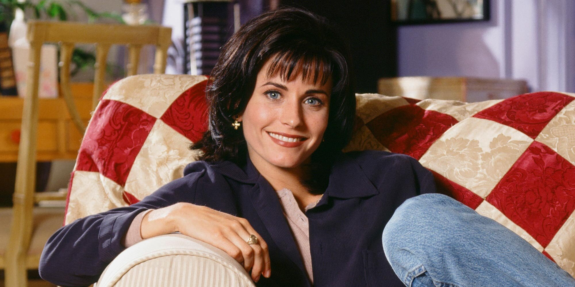 'Friends' star Courteney Cox shows why she's a total Monica IRL