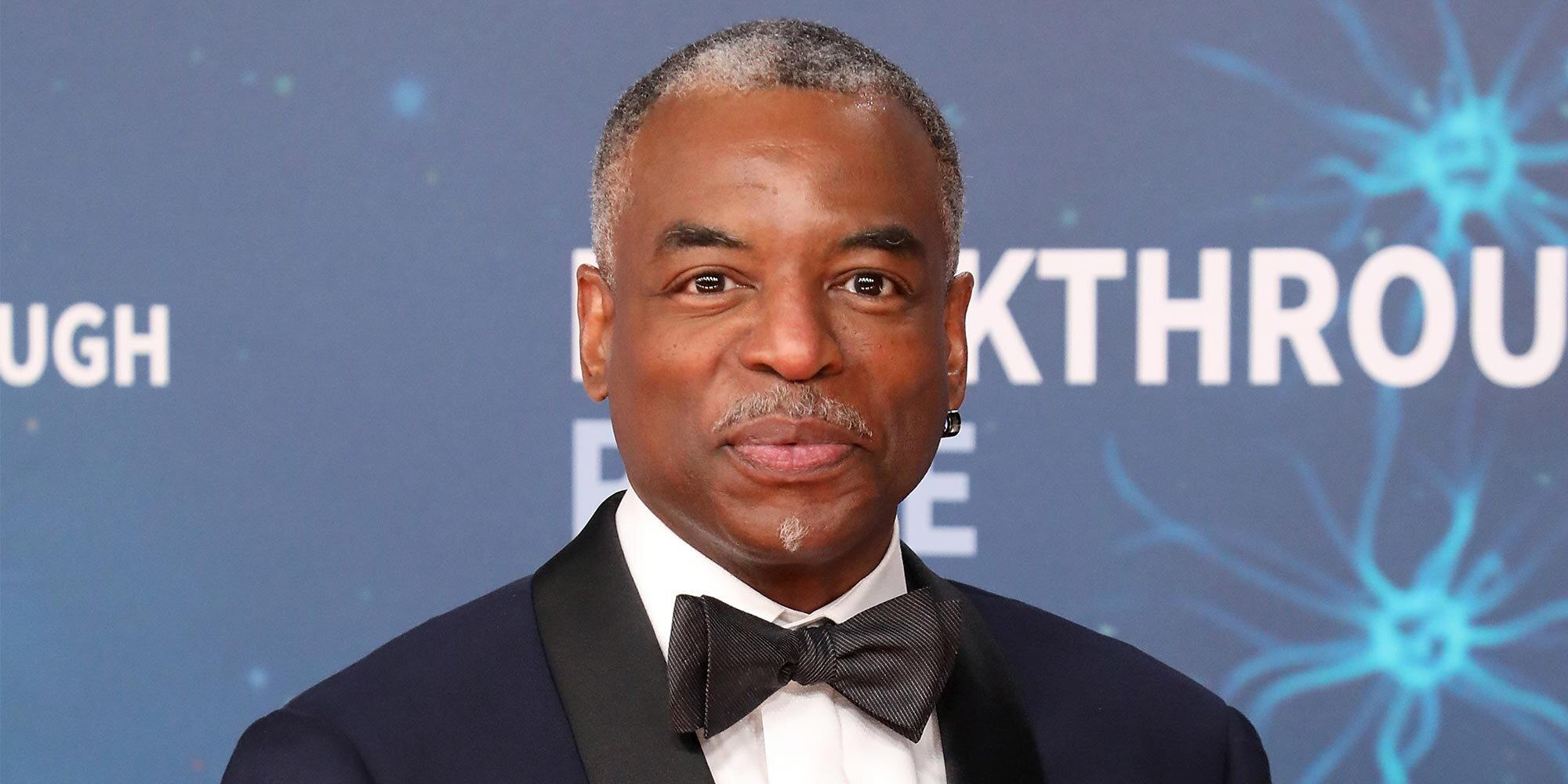 LeVar Burton wants Jeopardy producers to know he's the best person to host.jpg