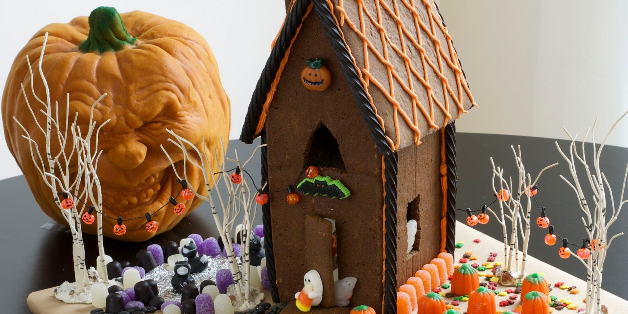 how to decorate a halloween gingerbread house