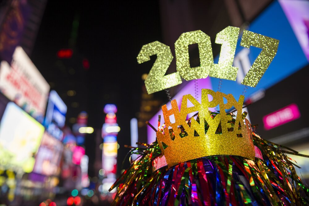 6 funniest celebrity tweets from New Year's Eve because obviously they had to get tweets off to ring in the new year