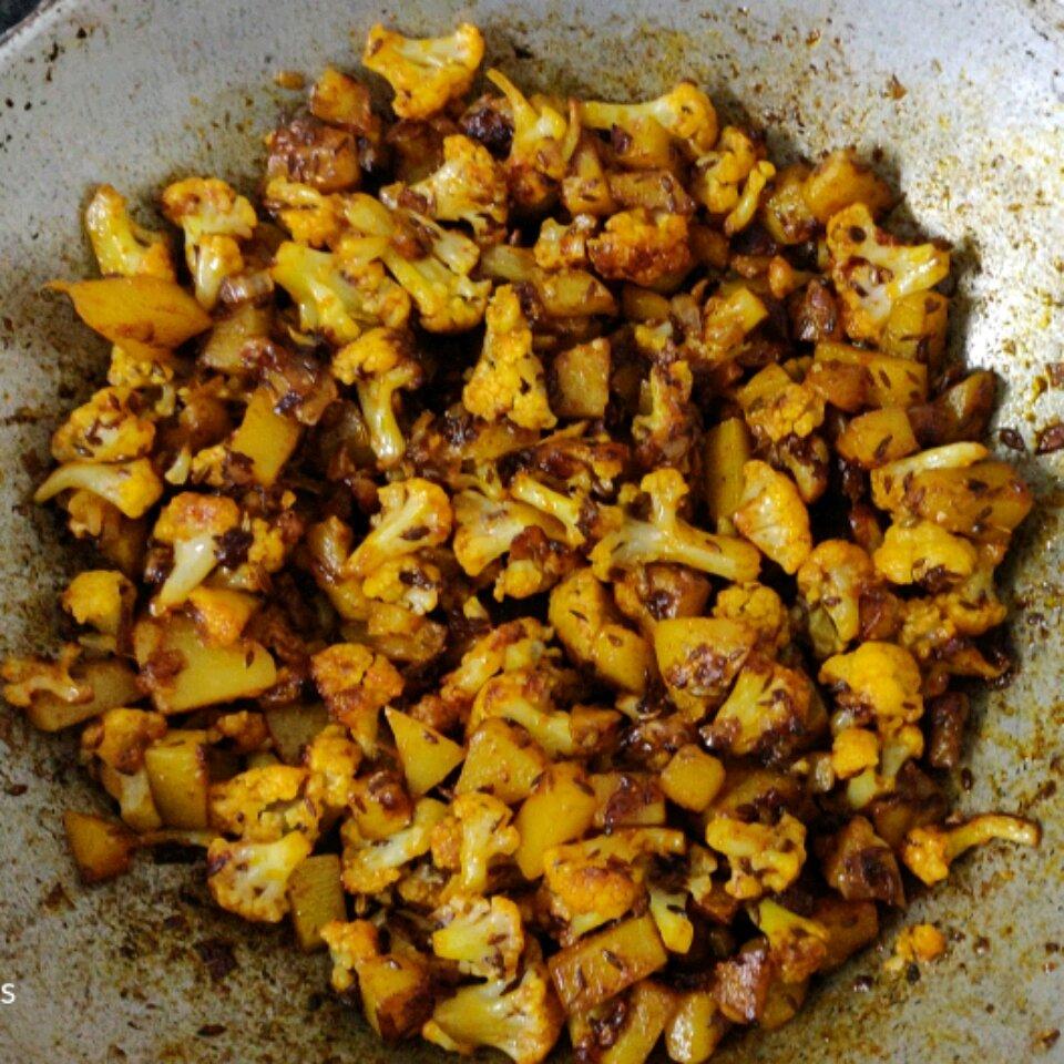 cauliflower and potato stir fry east indian recipe recipe