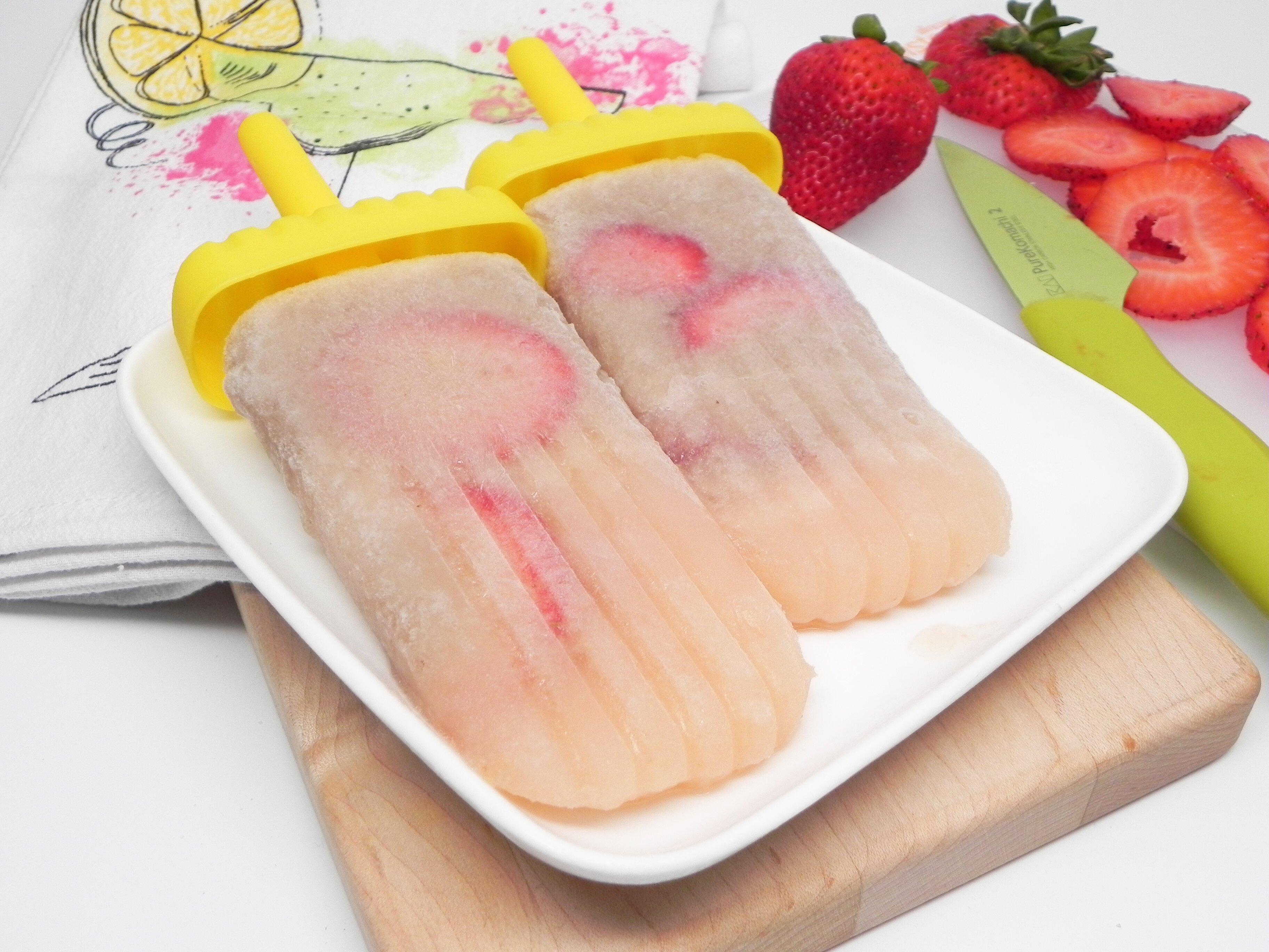 strawberry banana daiquiri ice pops