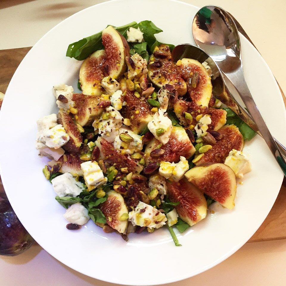 arugula fig salad with creamy gorgonzola