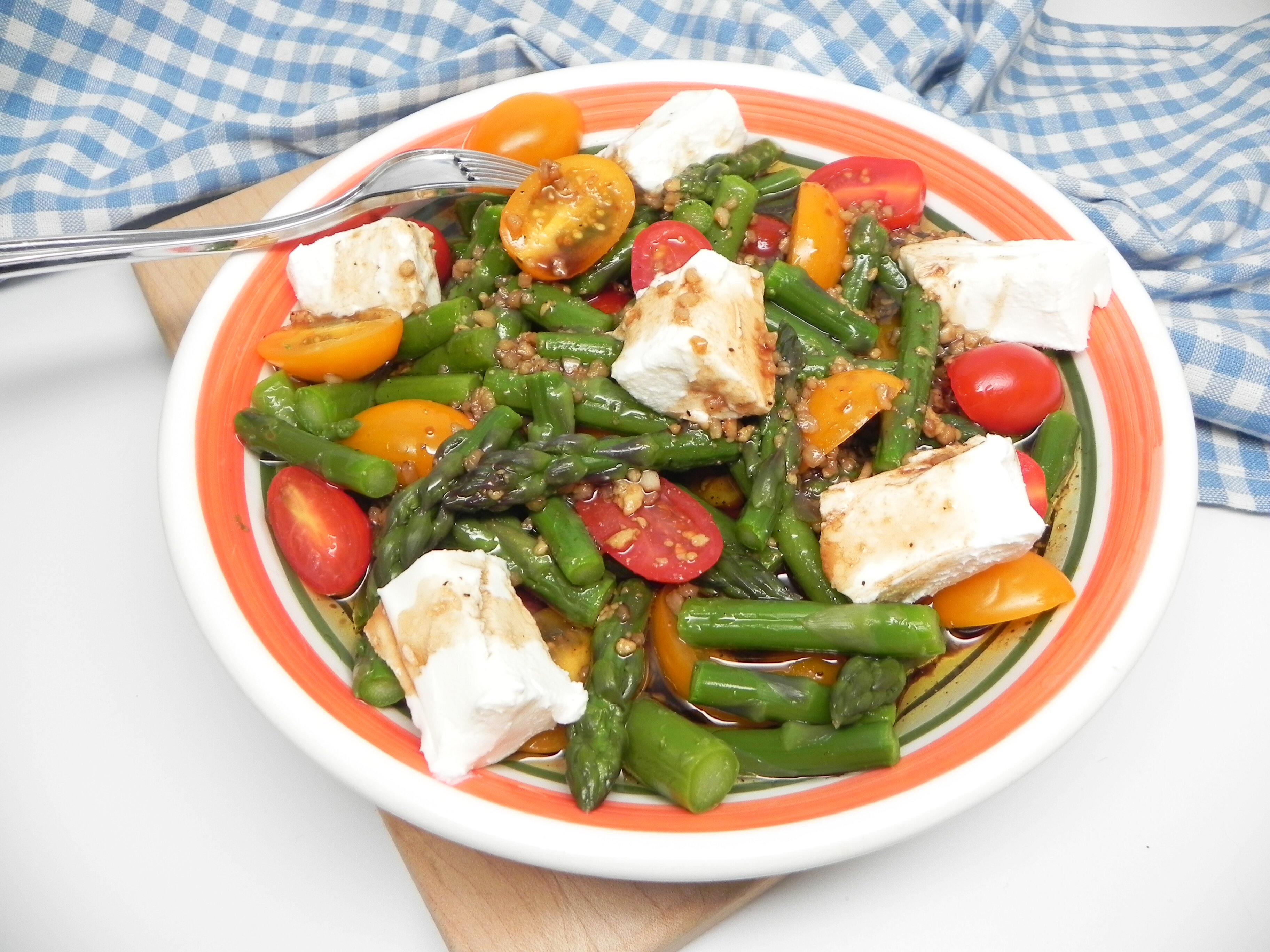 asparagus and tomato salad with goat cheese