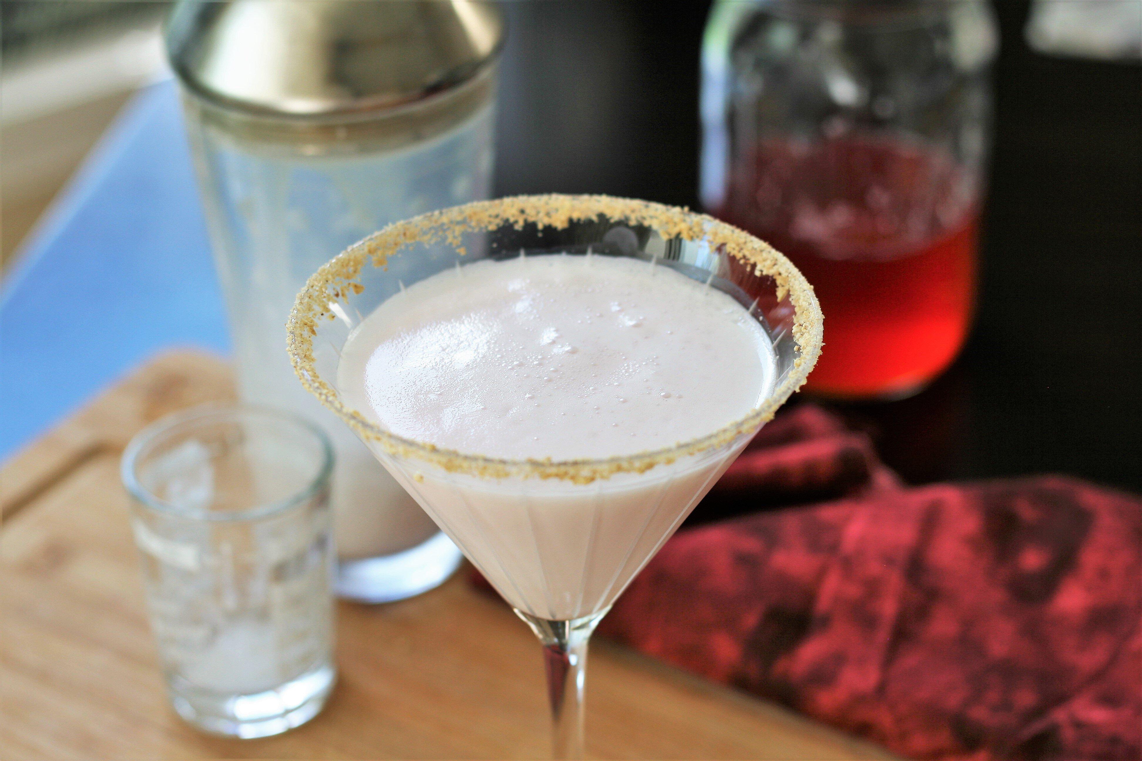 rhubarb cream pie martini