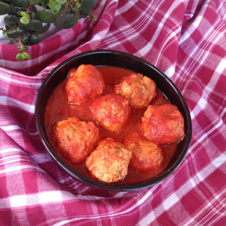 slow cooker chicken meatballs in tomato sauce