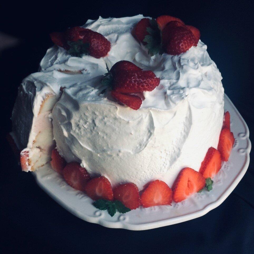 easy no bake strawberry ice cream cake