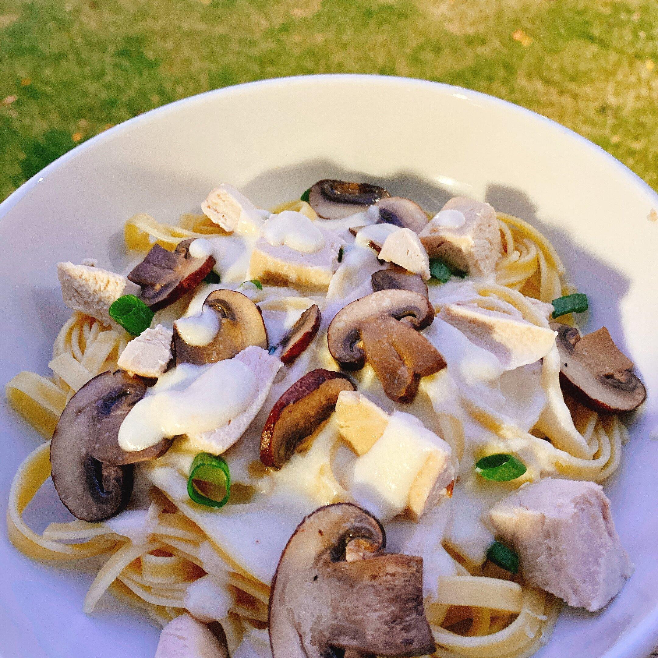 fettuccine alfredo with mushrooms and chicken recipe