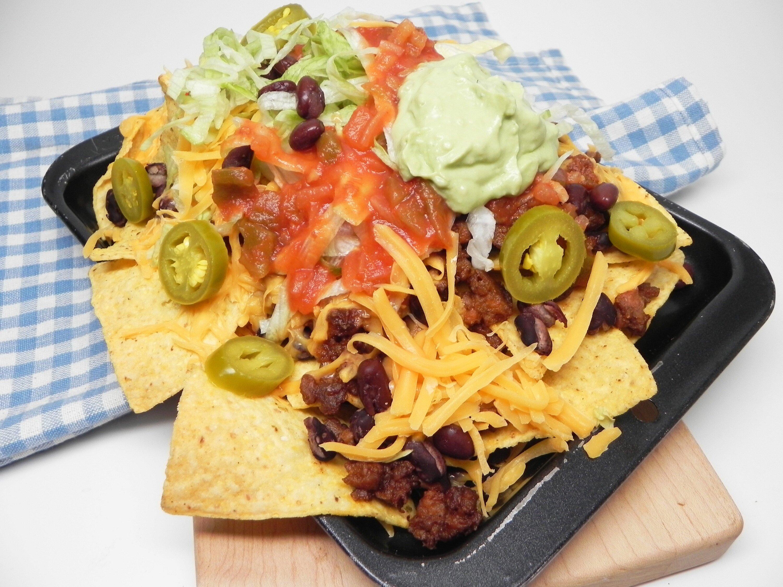 vegetarian nachos supreme for two