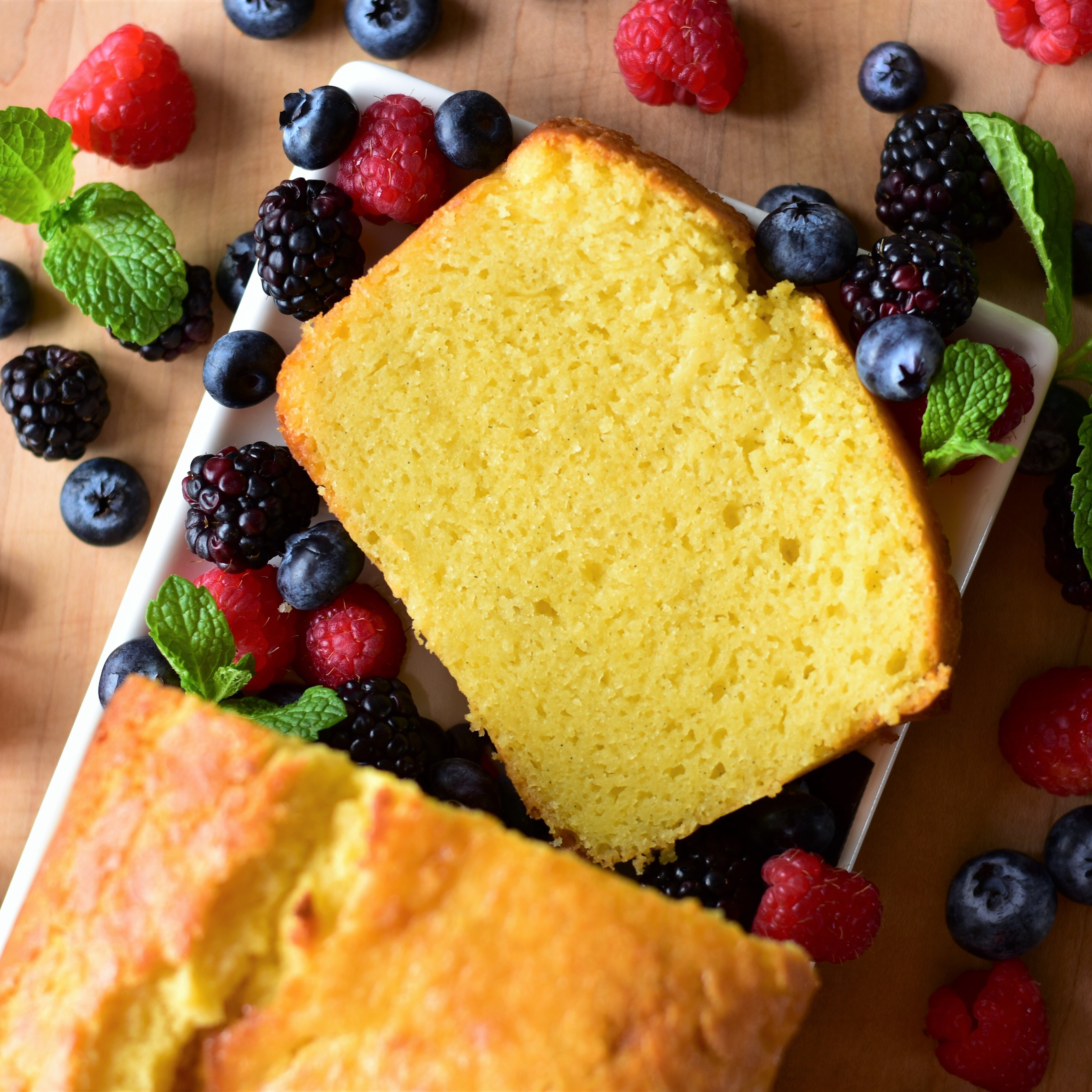 ricotta pound cake with vanilla bean