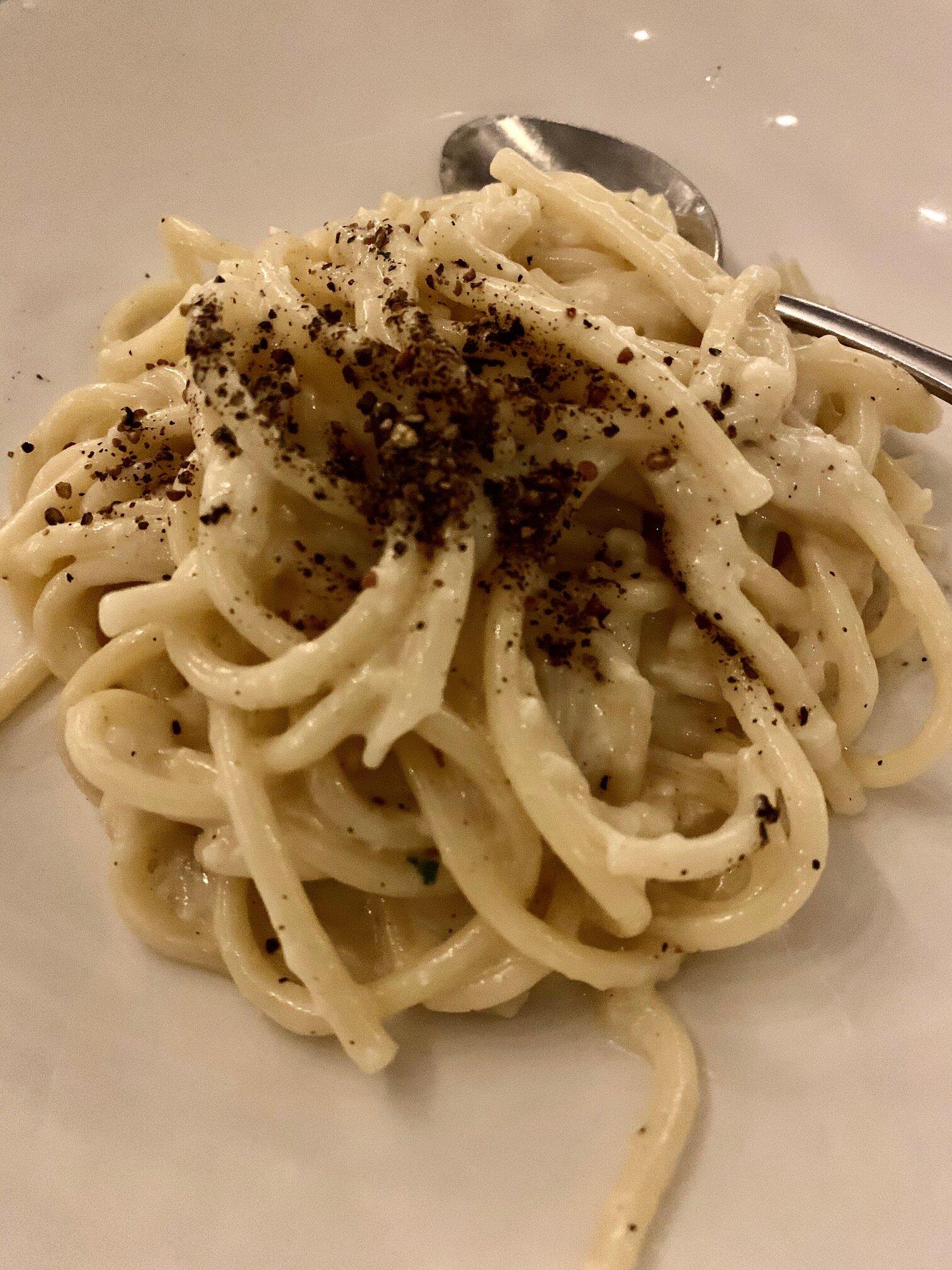 cacio e pepe cheese and pepper pasta
