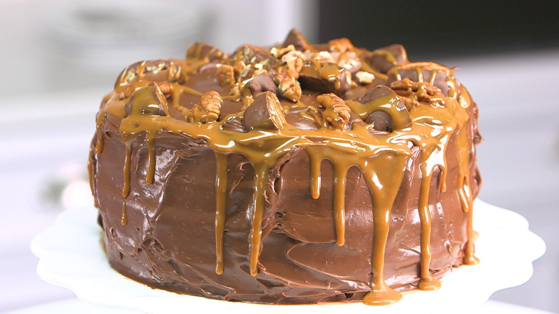 How to Make Chocolate Turtle Cake